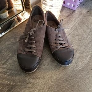 Size 7 Clarks Sneakers